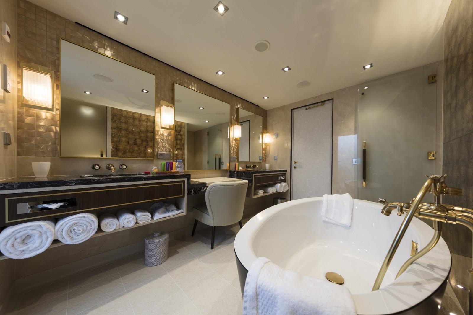 Palace Villa Bathroom